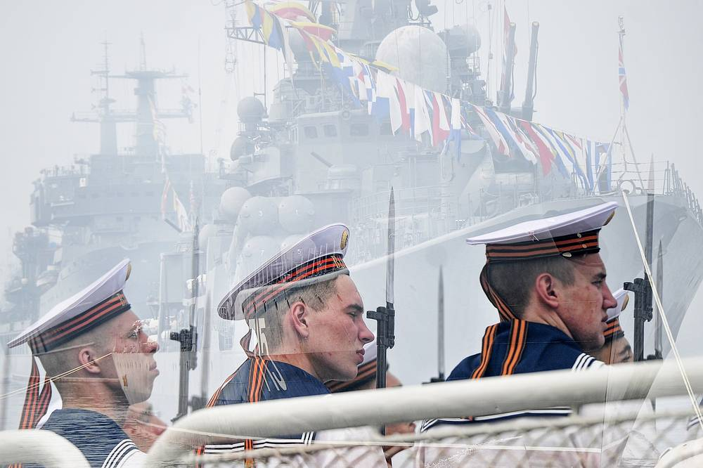 The crew of the Russian cruiser Varyag in Vladivostok
