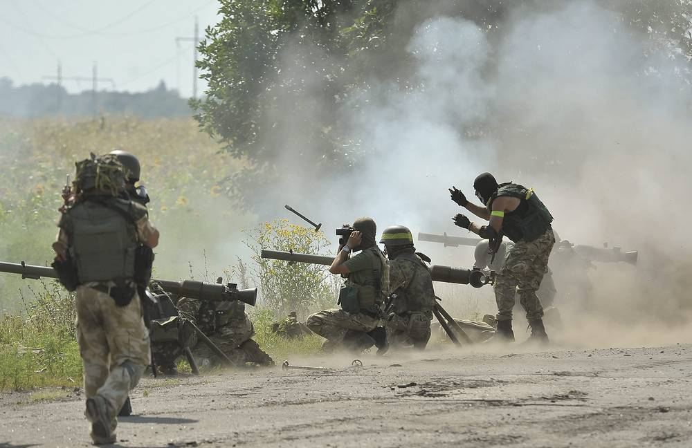 Ukrainian soldiers fire at militia's position  in Luhansk Region