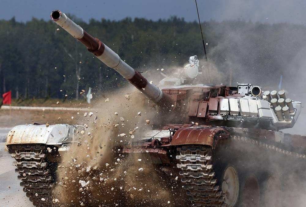 A Venezuelan crew on board of T-72B tank