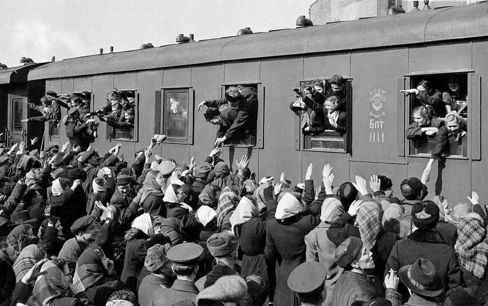 Farewell event before sending people to virgin soil, 1955