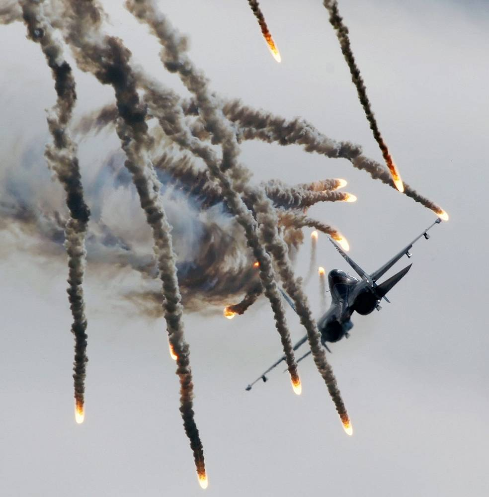Russian Knights aerobatic team is the only one in the world who performs stunts on heavy fighters