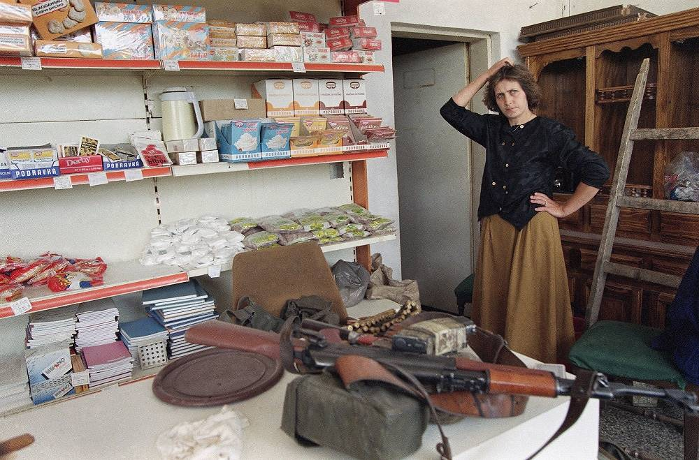 Photo: A Kalashnikov rifle on the counter of a Bosnian Muslim shopkeeper, 1993