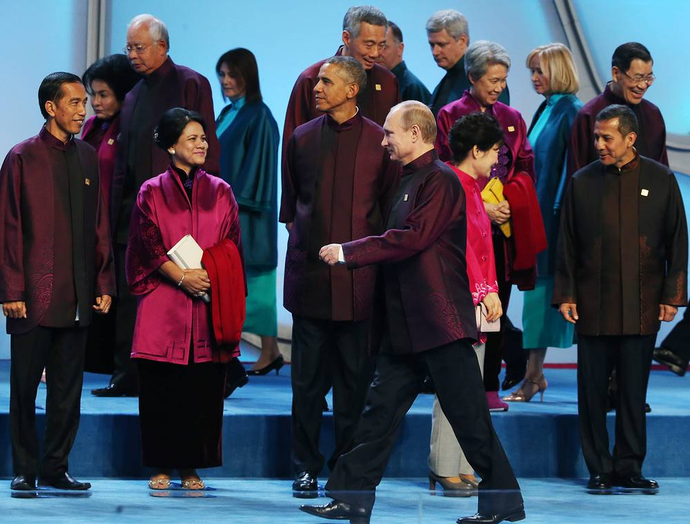 Photo: APEC counties leaders get into position for a family photo at the Water Cube or National Aquatic Center before a welcome banquet in Beijing, China, 10 November 2014