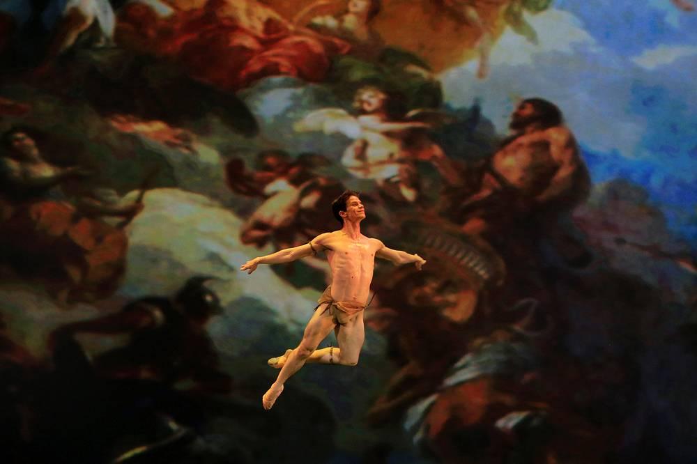 Cuban ballet dancer Joel Carreno performspas de deux in Esmeralda choreographed by Agrippina Vaganova during the 13th Dance Open festival's closing gala in St.Petersburg