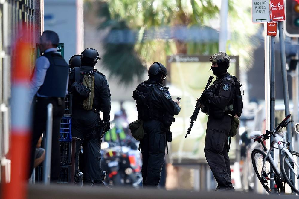 An Islamist flag was seen hanging in the window of the cafe. Photo: Police outside a Lindt cafe, Sydney, Australia, 15 December 2014
