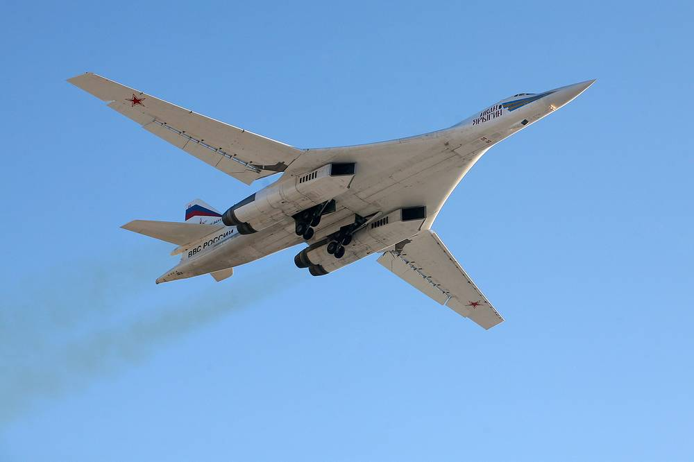 Tu-160 entered service in 1987. It was given the nickname White Swan among Russian airmen. Photo: Tu-160  supersonic bomber flying over the Engels Air Force Base