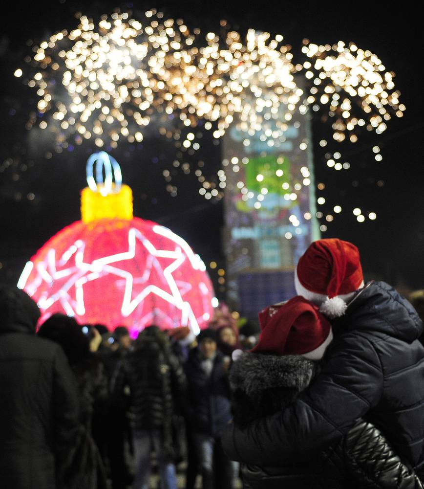 People watching New Year fireworks at the Central Square in Vladivostok