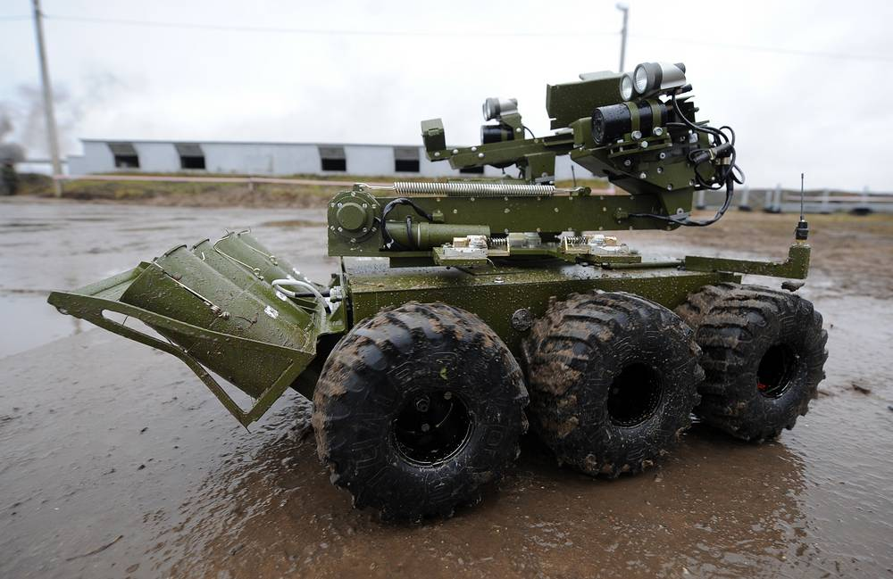 Mobile robotic unit Metallist at a training range, Russia