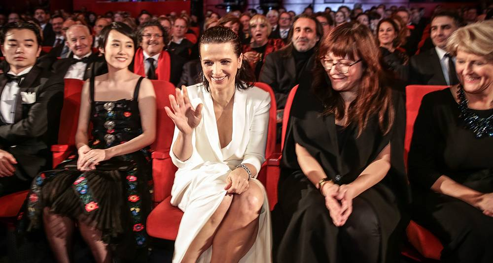 Japanese actress Rinko Kikuchi, her husband Shota Sometani, French actress Juliette Binoche, Catalan director Isabel Coixet and State Minister of Culture Monika Gruetters
