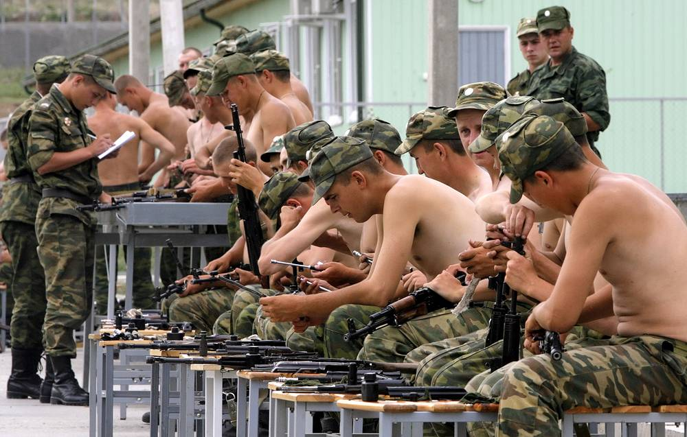Soldiers cleaning weapons in a Russian military base in Tskhinvali, South Ossetia, 2009