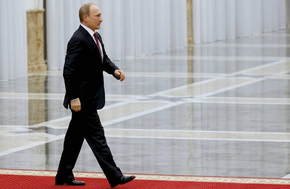 Vladimir Putin (center) in Minsk
