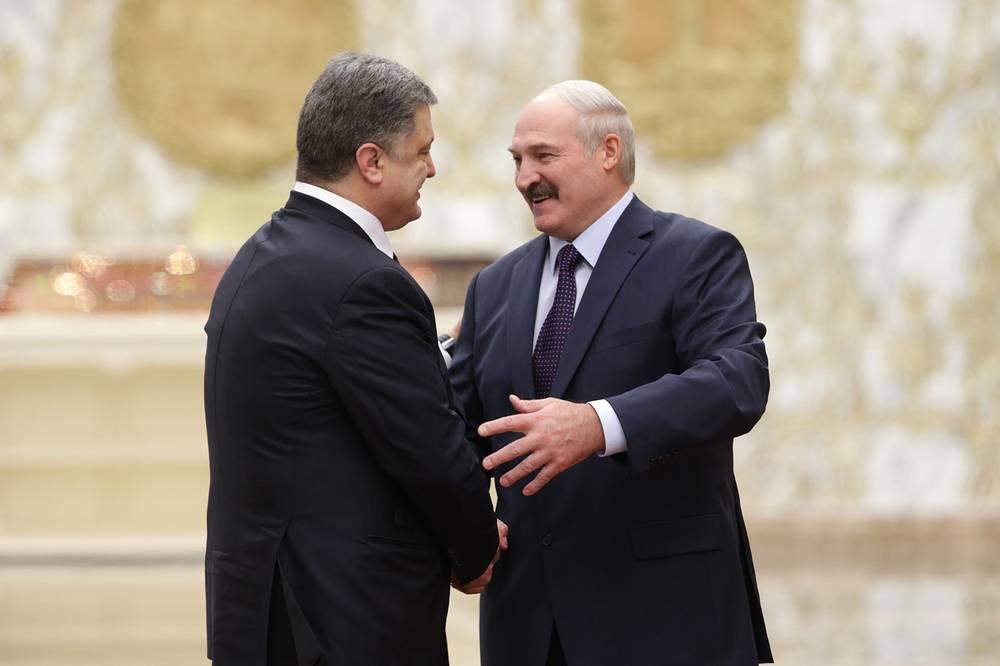 Belarus President Alexander Lukashenko welcomes Ukrainian President Petro Poroshenko