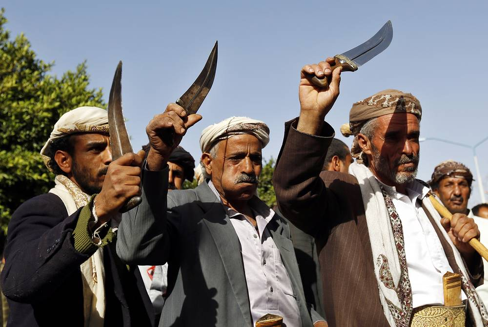 Earlier UN Security Council extended for a year the sanctions against Yemen's former president Ali Abdullah Saleh and two Houthi rebel commanders. The document calls on all the sides of the conflict to participate in the talks under the UN auspices. Photo: Houthi supporters with traditional Yemeni knives during a demonstration against alleged US and Saudi intervention in domestic Yemeni affairs, in Sanaa, Yemen