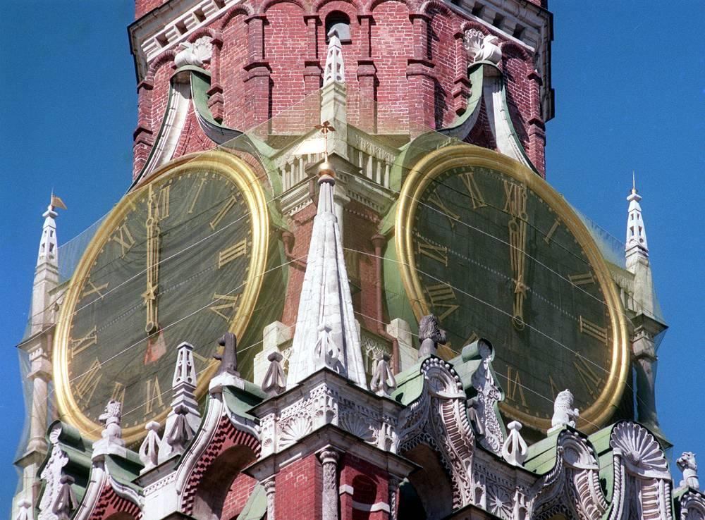 Restoration of the Kremlin clock, 1999