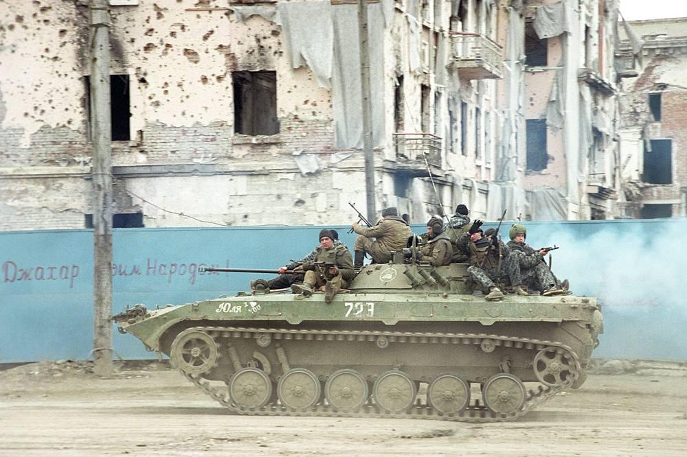 Airborne combat vehicles in Grozny, November 8, 1996