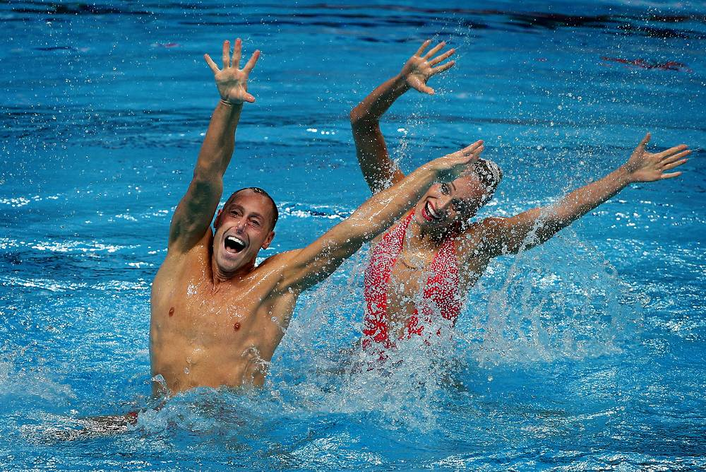 US Christina Jones and Bill May performing their routine to win the synchronised swimming mixed duet technical event at the 16th FINA World Swimming Championships, July 26