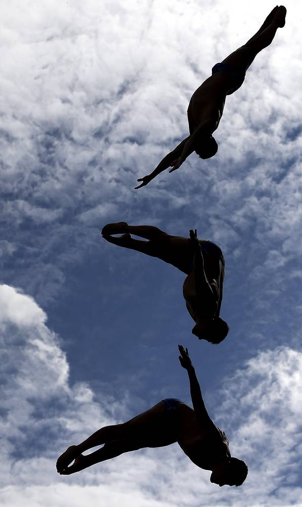 Mexico's Jonathan Paredes Bernal competing to win silver in the men's 27m high diving final