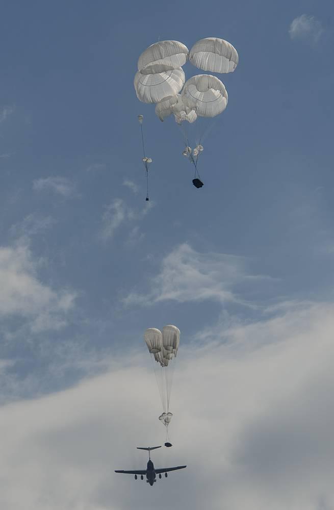 Parachute assault from Il-76MD aircraft