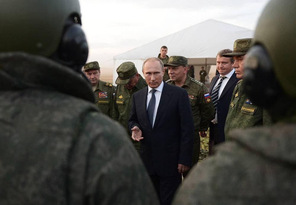On September 19, Russian President Vladimir Putin visited the Donguzsky military range, where he watched the course of the Center-2015 strategic military exercise