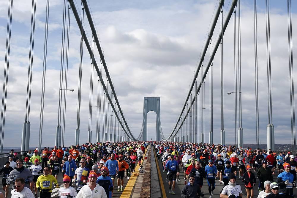 Runners crossing the Verrazano-Narrows Bridge at the start of the New York City Marathon, 2014