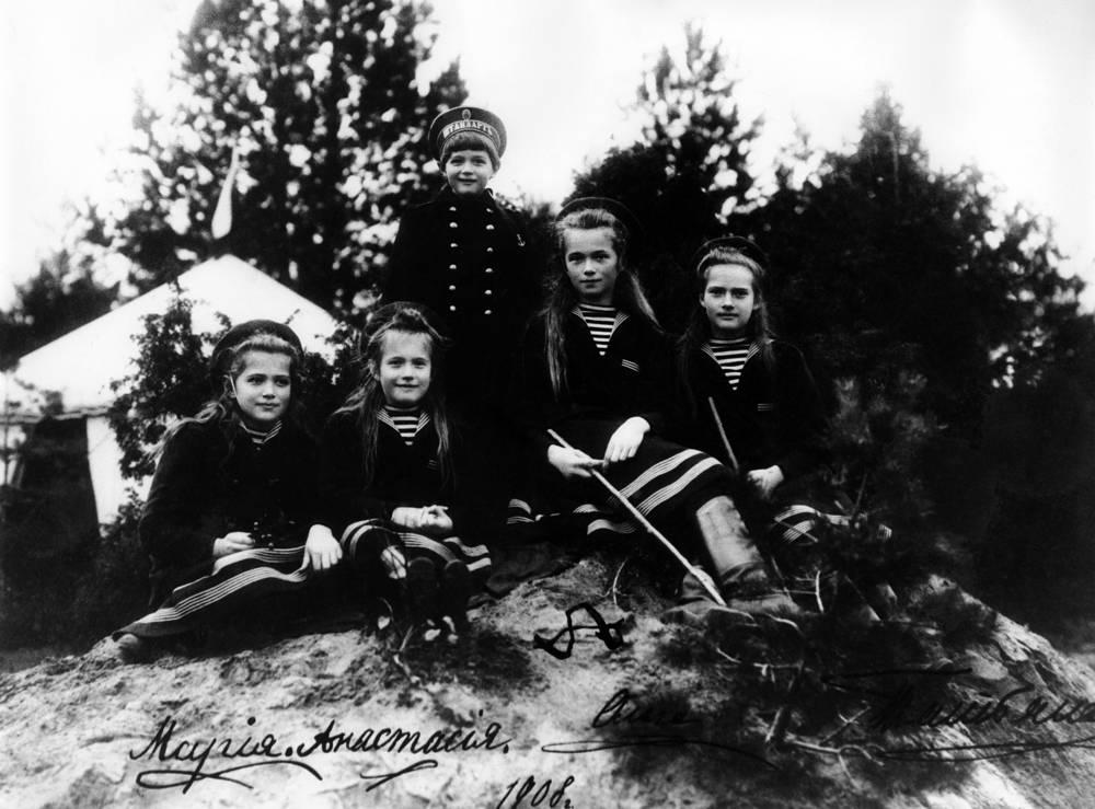 Daughters of Nicholas II, Maria, Anastasia, Alexei, Olga and Tatiana, 1908