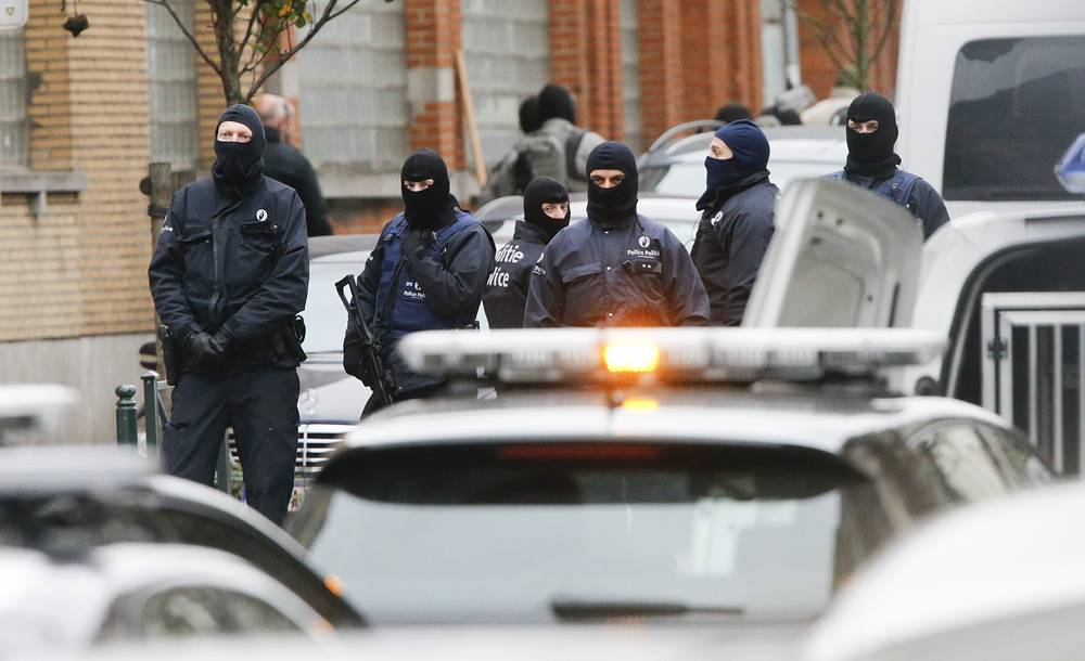 Police at rue Delaunoy in the streets of Molenbeek, Brussels, Belgium