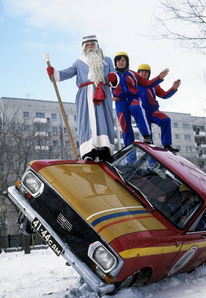 Grandfather Frost performing a stunt, Saratov, 1978