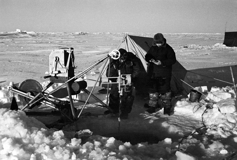 An expedition into the high latitudes on the plane SSSR N-169. Head of the scientific group Libin and flight systems operator Shekurov, 1941