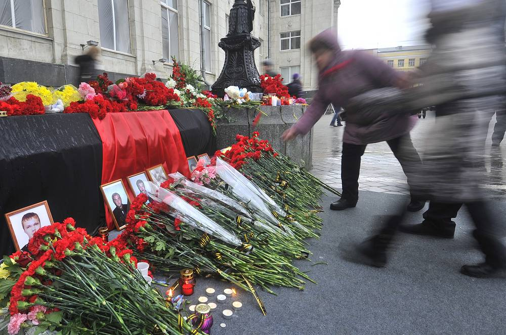 A woman laying to pay last respects to those killed in 29 December Volgograd railway station bombing