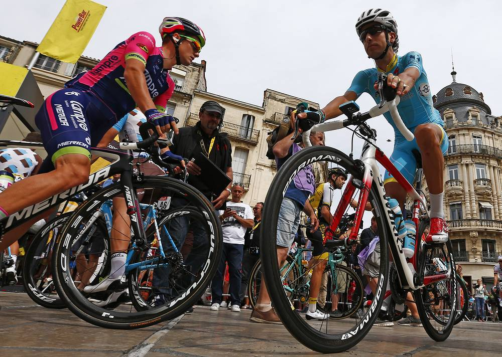 Slovenia's Jan Polanc and Italy's Fabio Aru at the start of the twelfth stage of the Tour de France 2016
