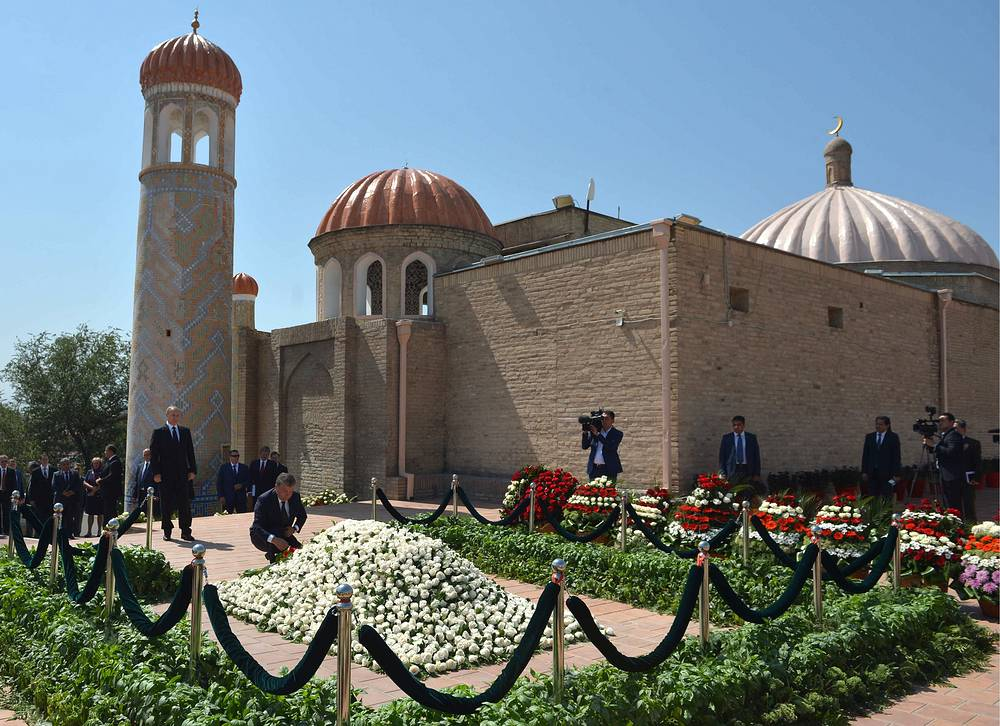 Russian President Vladimir Putin laying flowers at Islam Karimov's grave at the cemetery near the historic monument of Shahi Zinda in Samarkand