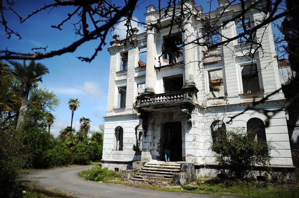 Abandoned palace of Prince Nikolai Smetskoy