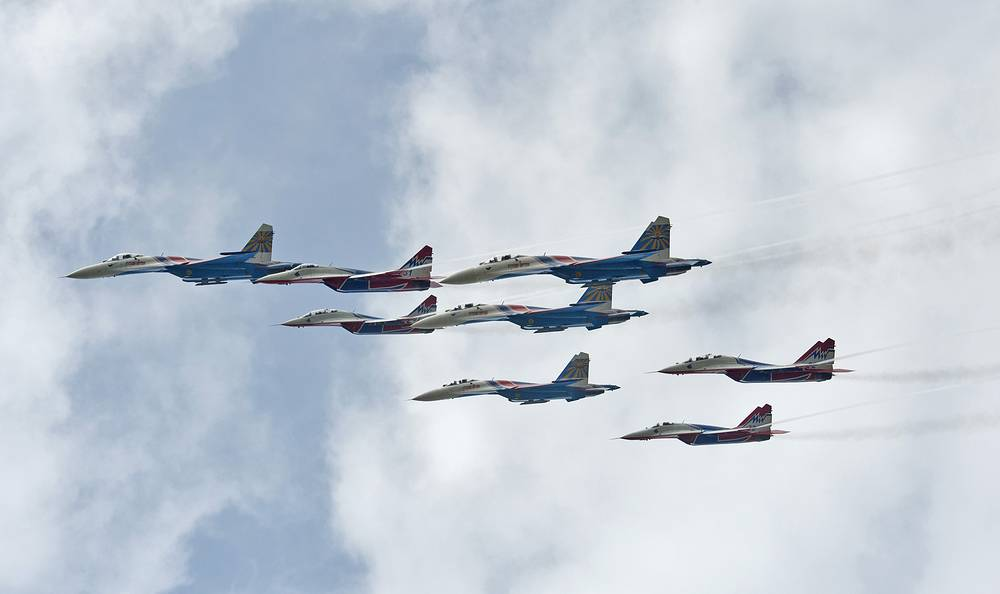 Russian Knight and Swift aerobatic team