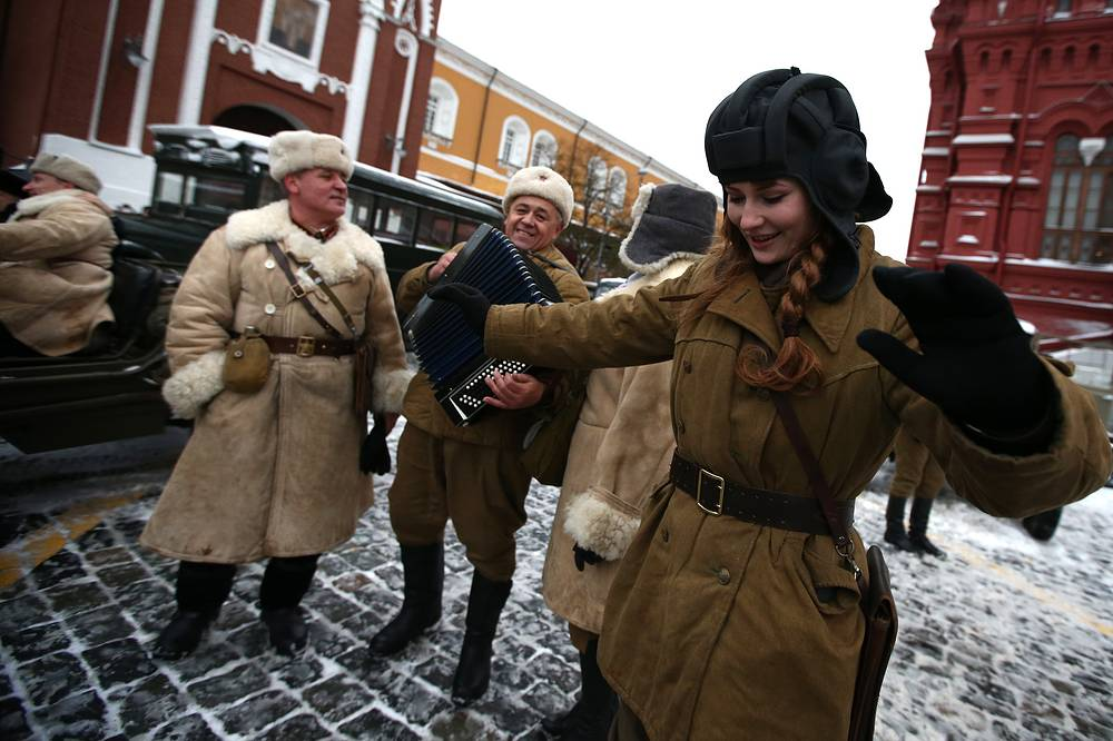 Russian servicemen dressed in WWII-era uniforms