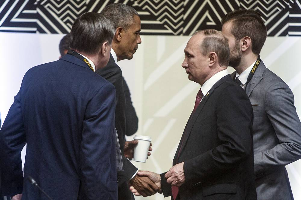 US President Barack Obama shakes hands with Russia's President Vladimir Putin