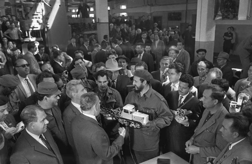 Fidel Castro visiting Volgograd tractor plant, 1963