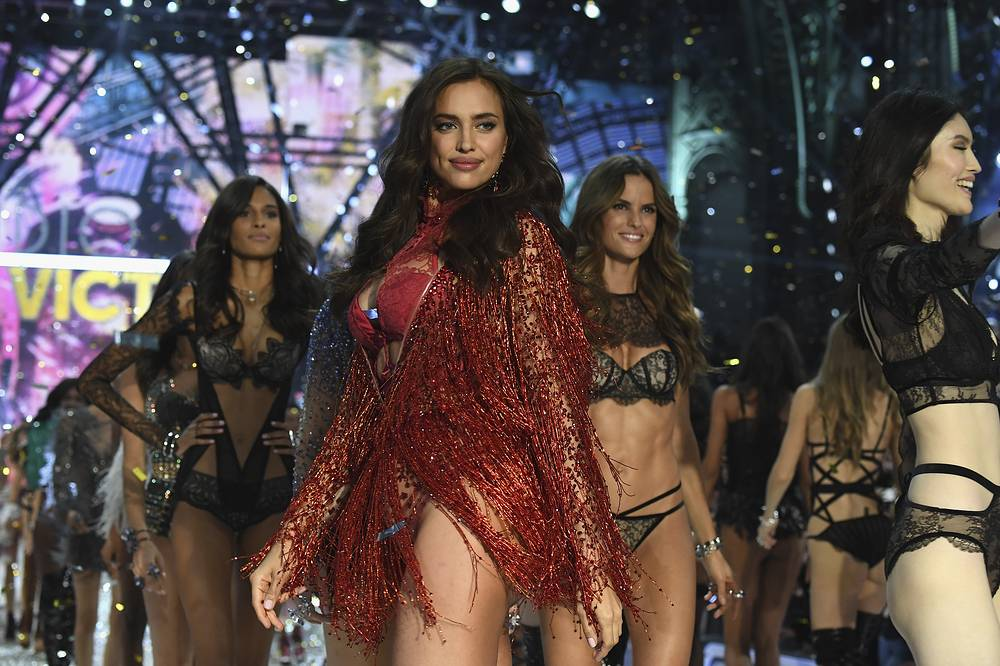 Irina Shayk walks the runway at the Victoria's Secret Fashion Show  in Paris, November 30