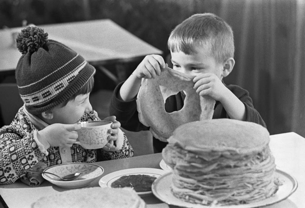 Fun lunch with pancakes, 1975