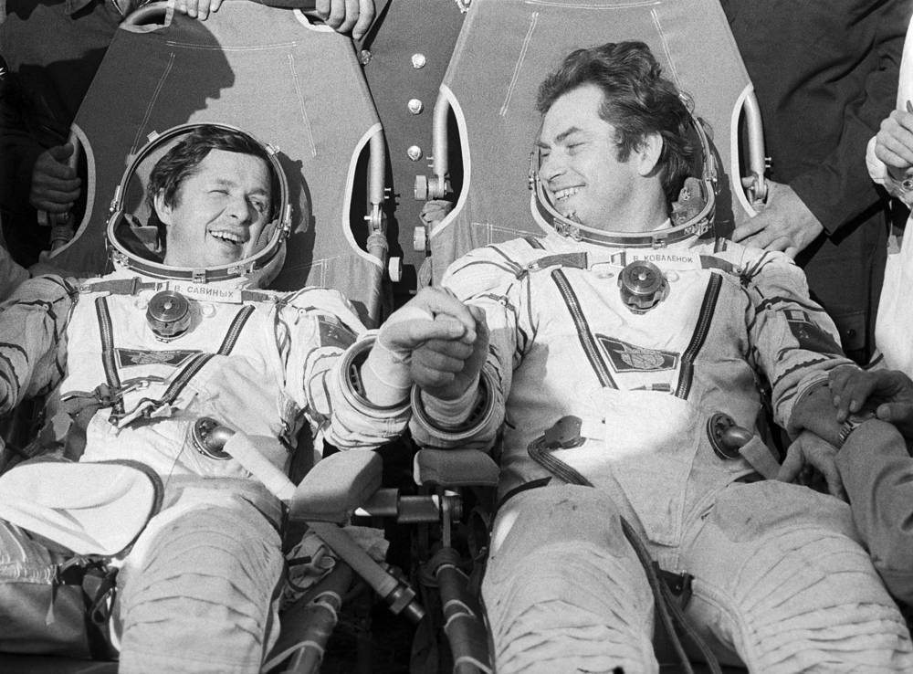 Russian cosmonauts after landing, 1981