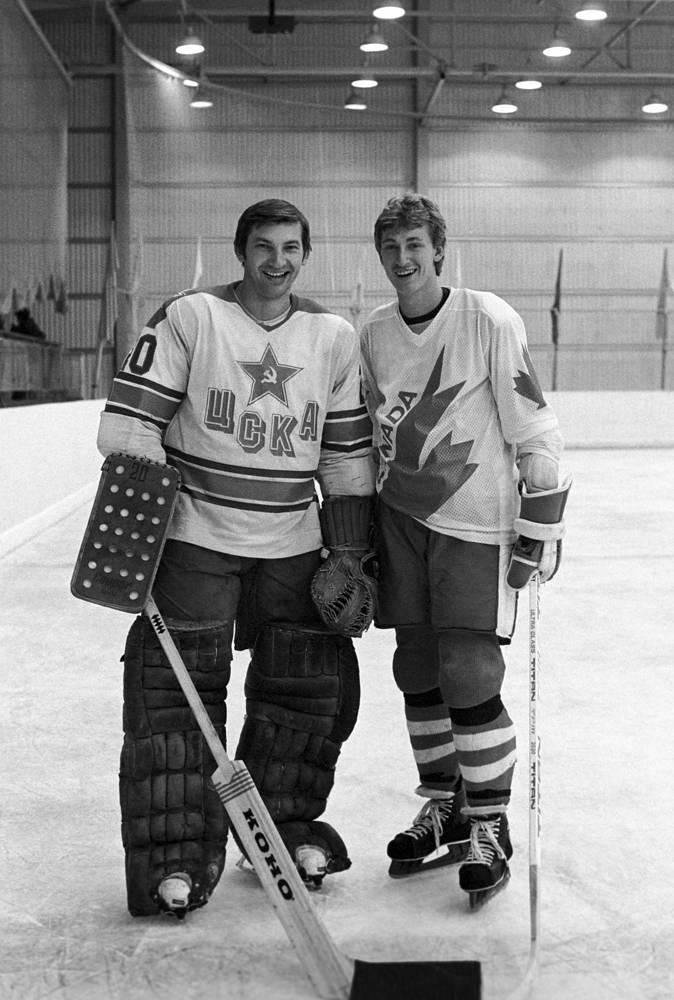 CSKA Moscow goaltender Vladislav Tretiak and Edmonton Oilers forward Wayne Gretzky, 1982
