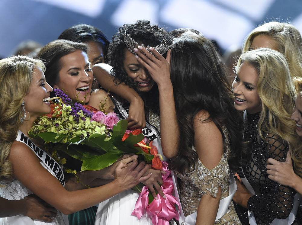 Miss District of Columbia Kara McCullough reacts after being crowned 2017 Miss USA, Las Vegas, May 14