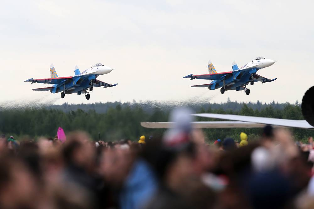 Su-27 fighter jets of the Russkiye Vityazi (Russian Knights) aerobatic team
