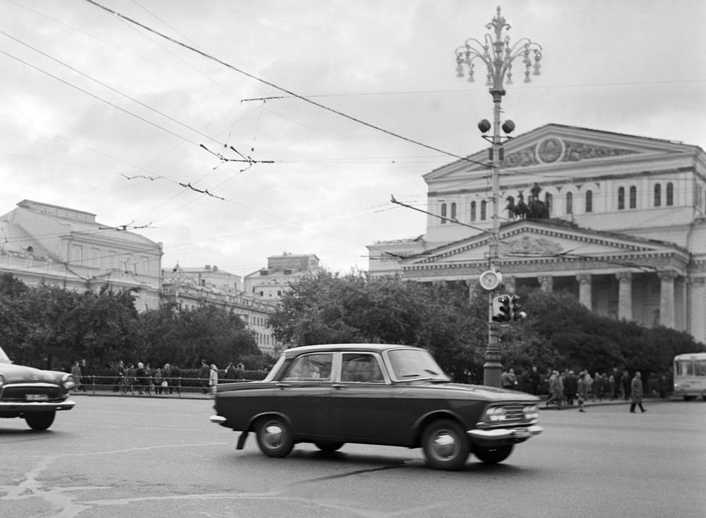 Another major Soviet car maker was founded in 1930 and earned nationwide fame under the name Moskvitch. Photo: Moskvich 408 car moving in central Moscow, 1970