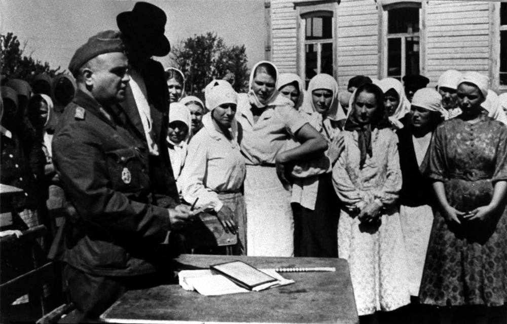 A representative of Wehrmacht conducts census of local residents in a Ukrainian village, 1941
