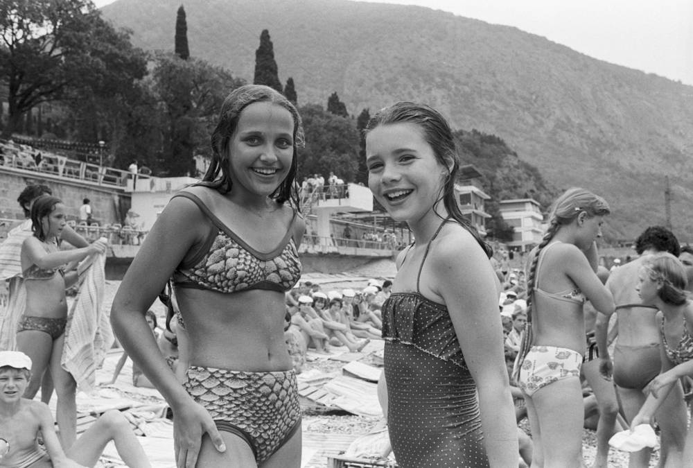 American schoolgirl and peace activist Samantha Smith and her new friend Natasha Kashirina from Leningrad on the beach in Crimea, 1983
