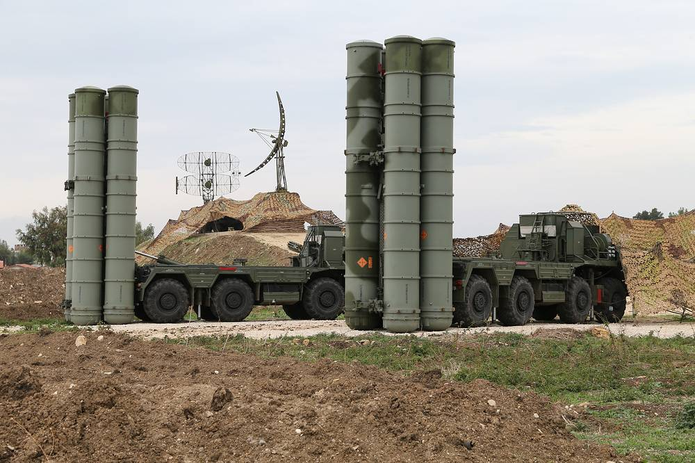 Russian S-400 long-range air defense missile systems deployed at Hmeymim airbase in Syria, December 2015