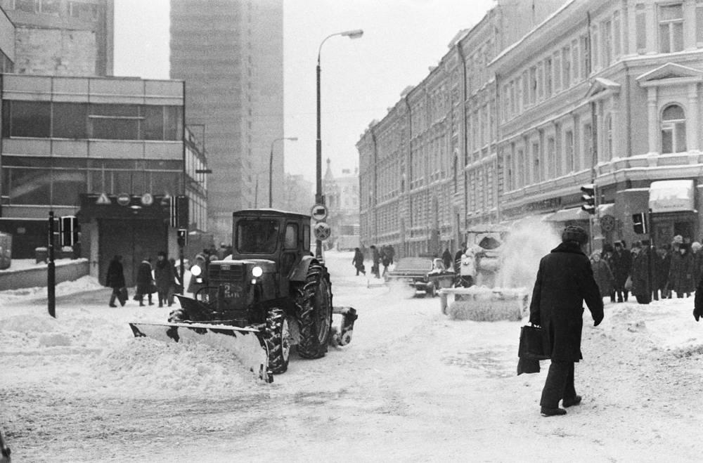 Snow plow on the Arbat street, 1987
