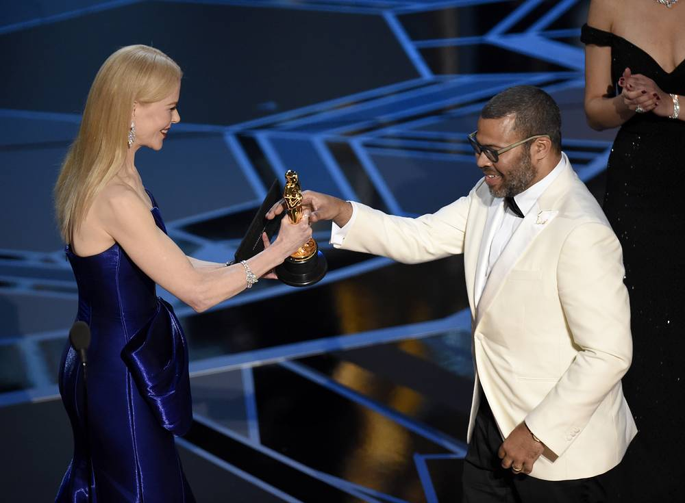 """Nicole Kidman presents Jordan Peele with the award for best original screenplay for """"Get Out"""""""