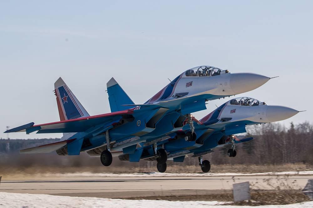 Su-30SM fighter jets of the Russkiye Vityazi [Russian Knights] aerobatic team prepare to rehearse an air show at the Kubinka air base