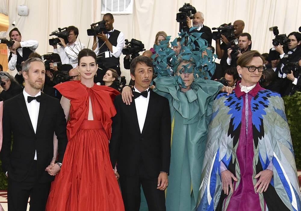 Adam Shulman, Anne Hathaway, Pierpaolo Piccioli, Frances McDormand and Hamish Bowles
